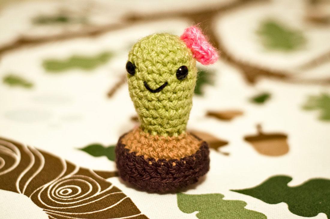 Crochet a cactus - Free patterns- Yarnplaza.com   For knitting ...   729x1100